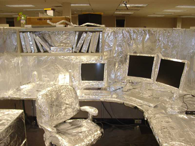 funny-office-pranks-aluminum-foil