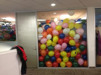 funny-office-pranks-balloons