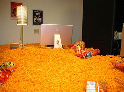 funny-office-pranks-cheetos