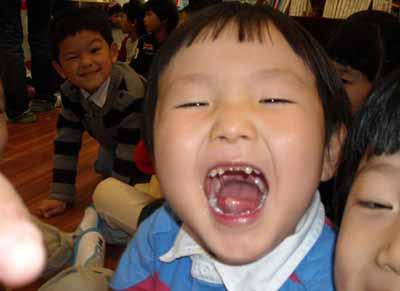funny kid photobomb