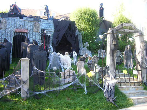 scary halloween decorations - Best Halloween Decorated Houses